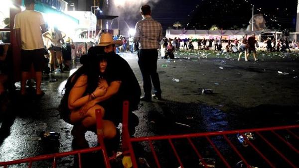 Thương vong vụ thảm sát Las Vegas tăng chóng mặt - Ảnh 5.