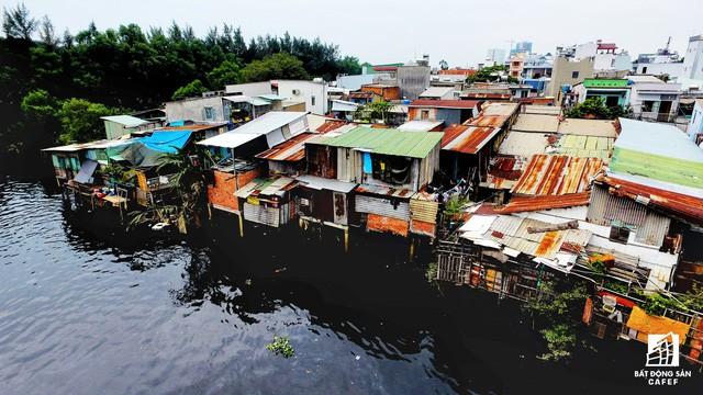 Toàn cảnh nhà ổ chuột ven kênh rạch Sài Gòn nhìn từ trên cao, cần tới 50.000 tỷ đồng để giải tỏa lấy đất phát triển đô thị - Ảnh 5.