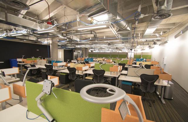 [Văn hóa doanh nghiệp] Vì sao từ sếp đến nhân viên Zappos đều phải làm qua công việc của nhân viên trực điện thoại? - Ảnh 5.