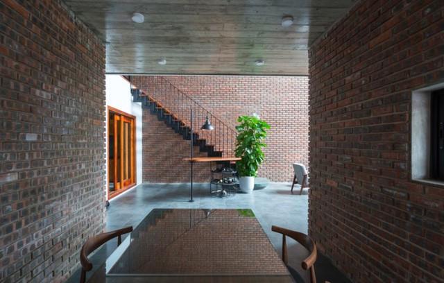 Từng góc nhỏ trong ngôi nhà này đều tạo cho con người có cảm giác như được sống hoàn toàn trong không gian thực sự yên bình, thư thái.
