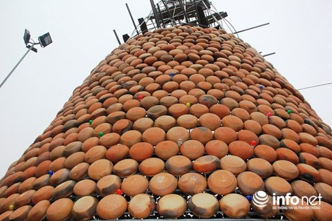 Độc đáo cây thông Noel được làm bằng hàng nghìn chiếc nồi đất - Ảnh 5.