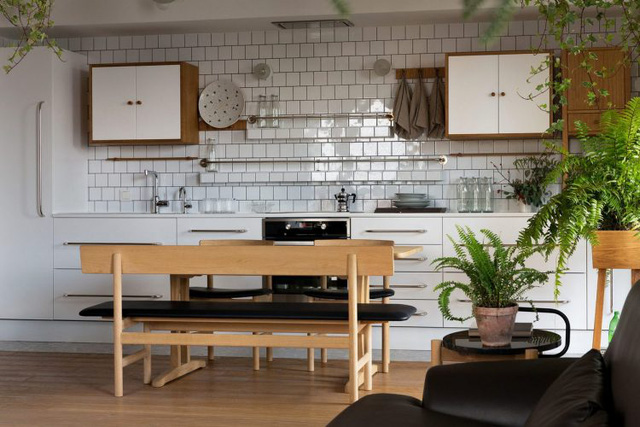 Căn hộ đẹp như mơ với cây xanh và nội thất gỗ - Ảnh 6.