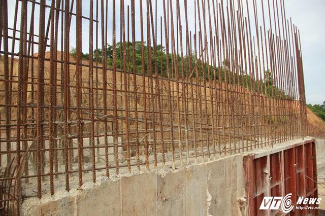 Cận cảnh dự án cấp nước đội vốn 2.500 tỷ đồng nằm 'đắp chiếu', sắt thép hoen gỉ - Ảnh 6.