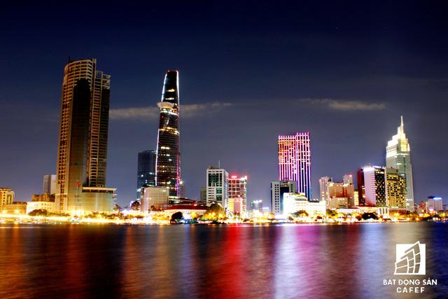 Ảnh: Nhiều cao ốc, khu đô thị mới rực rỡ về đêm khiến trung tâm Sài Gòn đẹp lung linh, huyền ảo - Ảnh 6.