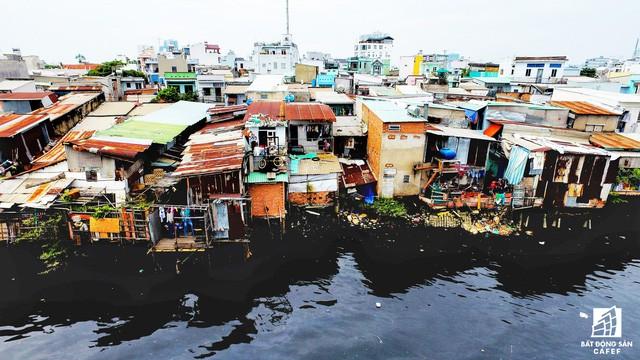 Toàn cảnh nhà ổ chuột ven kênh rạch Sài Gòn nhìn từ trên cao, cần tới 50.000 tỷ đồng để giải tỏa lấy đất phát triển đô thị - Ảnh 6.
