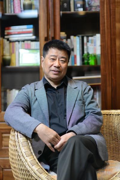 Bác sĩ Hà Dụ Dân, viện sĩ, giáo sư Đại học Trung y dược Thượng Hải (TQ)