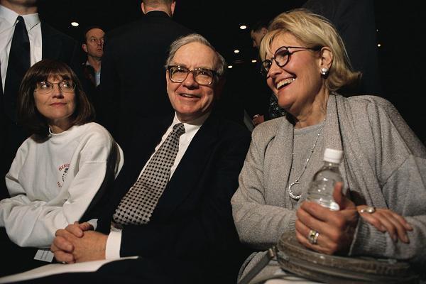 Tỉ phú Warren Buffett tiết lộ 6 nhân vật ảnh hưởng lớn nhất đến cuộc đời của ông: Jeff Bezos là doanh nhân đương đại xuất sắc nhất - Ảnh 6.