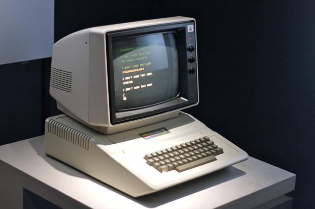 Từng là ngoại lệ đặc biệt hàng chục năm, đến năm 2006 Apple sẽ biến toàn bộ danh mục Mac của mình thành những cỗ máy PC clone đích thực.