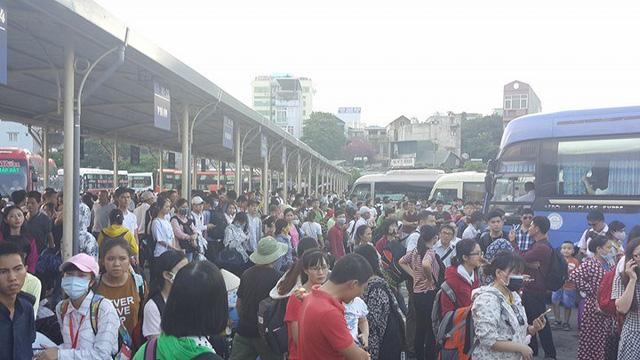Hà Nội: Tắc khắp ngả, đông nghẹt bến xe trước nghỉ lễ - Ảnh 7.