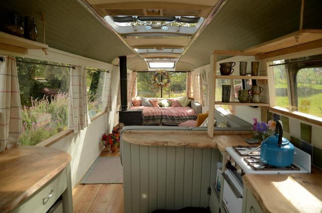 Ngôi nhà di động sang chảnh được làm từ chiếc xe buýt cũ của cô nàng độc thân - Ảnh 7.