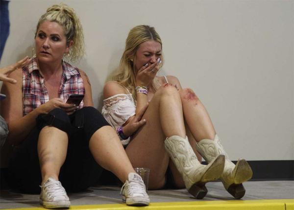 Thương vong vụ thảm sát Las Vegas tăng chóng mặt - Ảnh 7.