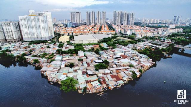 Toàn cảnh nhà ổ chuột ven kênh rạch Sài Gòn nhìn từ trên cao, cần tới 50.000 tỷ đồng để giải tỏa lấy đất phát triển đô thị - Ảnh 7.