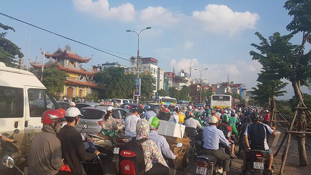 Hà Nội: Tắc khắp ngả, đông nghẹt bến xe trước nghỉ lễ  - Ảnh 8.