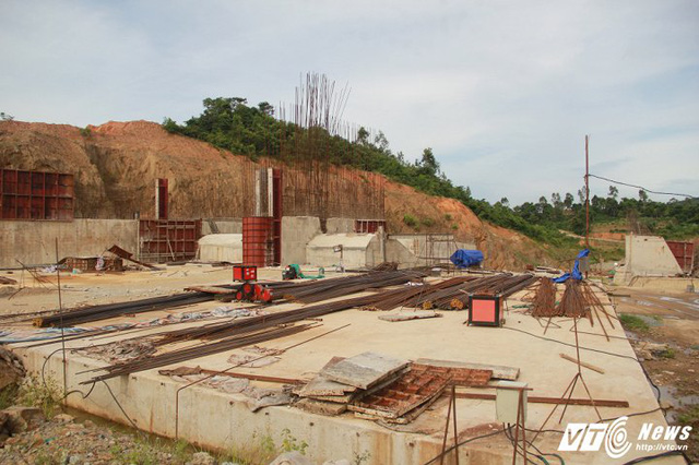 Cận cảnh dự án cấp nước đội vốn 2.500 tỷ đồng nằm 'đắp chiếu', sắt thép hoen gỉ - Ảnh 8.