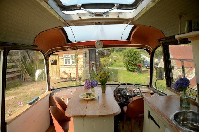 Ngôi nhà di động sang chảnh được làm từ chiếc xe buýt cũ của cô nàng độc thân - Ảnh 8.
