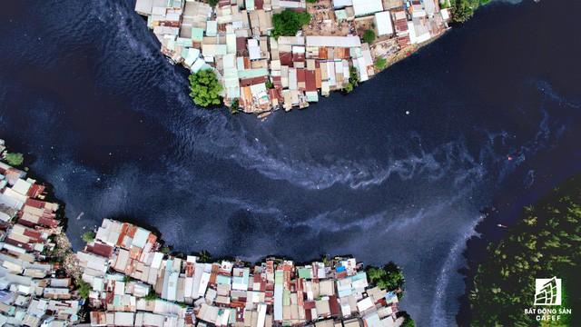 Toàn cảnh nhà ổ chuột ven kênh rạch Sài Gòn nhìn từ trên cao, cần tới 50.000 tỷ đồng để giải tỏa lấy đất phát triển đô thị - Ảnh 8.