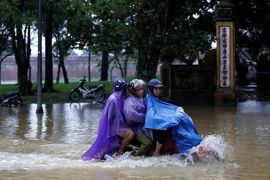 Hình ảnh lũ lụt miền Trung ngập tràn báo chí nước ngoài - Ảnh 8.