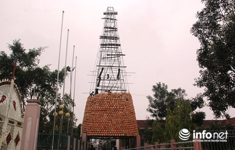 Độc đáo cây thông Noel được làm bằng hàng nghìn chiếc nồi đất - Ảnh 8.
