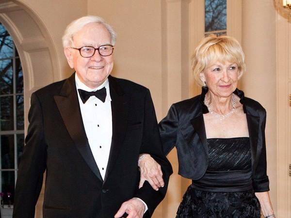 Điều bất ngờ trong lễ cưới của những người nổi tiếng, giàu có nhất thế giới như Bill Gates, Warren Buffett, Beyonce... - Ảnh 8.