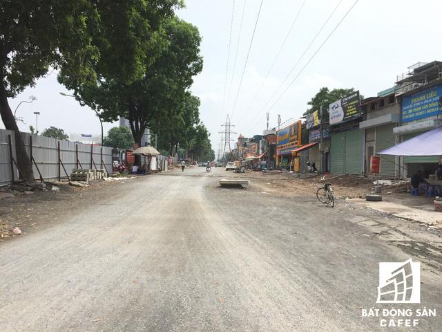 Cận cảnh tuyến đường 5km được mở rộng gấp đôi khiến hàng nghìn người mua nhà khu Tây Bắc Hà Nội mong ngóng - Ảnh 9.