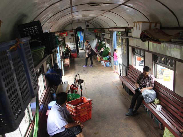 Hiu hắt tuyến các con phố sắt ế nhất Việt Nam - Ảnh 9.
