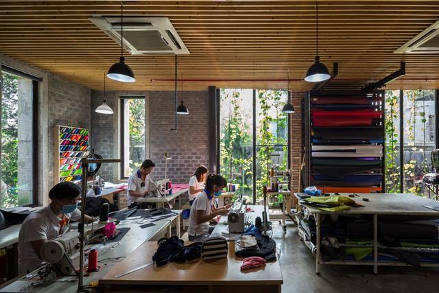 Một xưởng may tại KCN ở Sài Gòn được thiết kế phủ kín cây xanh mướt xuất hiện trên báo ngoại - Ảnh 9.