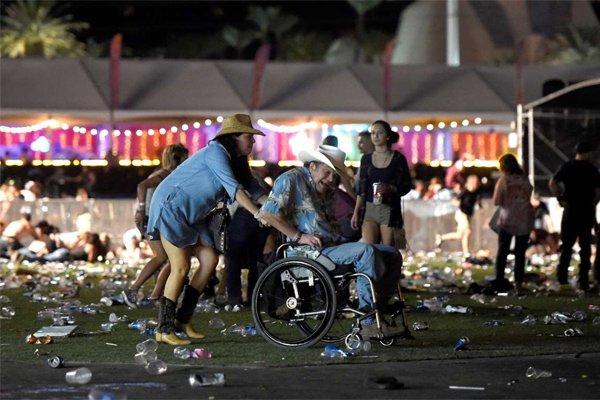 Thương vong vụ thảm sát Las Vegas tăng chóng mặt - Ảnh 9.