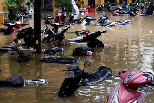 Hình ảnh lũ lụt miền Trung ngập tràn báo chí nước ngoài - Ảnh 9.