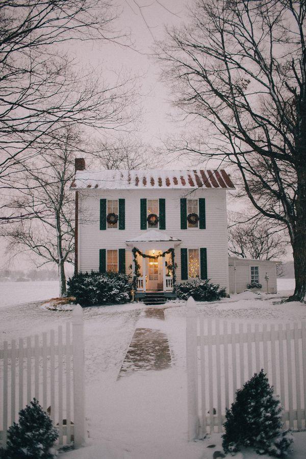 Những ngôi nhà trang hoàng lộng lẫy đón Noel đẹp đến mê mẩn giữa tuyết trắng - Ảnh 9.