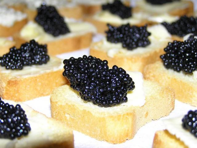 Cách thưởng thức Caviar - món ăn đắt đỏ luôn góp mặt trong các bữa tiệc của hội siêu giàu - Ảnh 9.