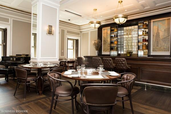 Đây là nhà hàng 1972, được lấy tên theo năm thành lập của sàn giao dịch và cũng được đặt trên tầng 7