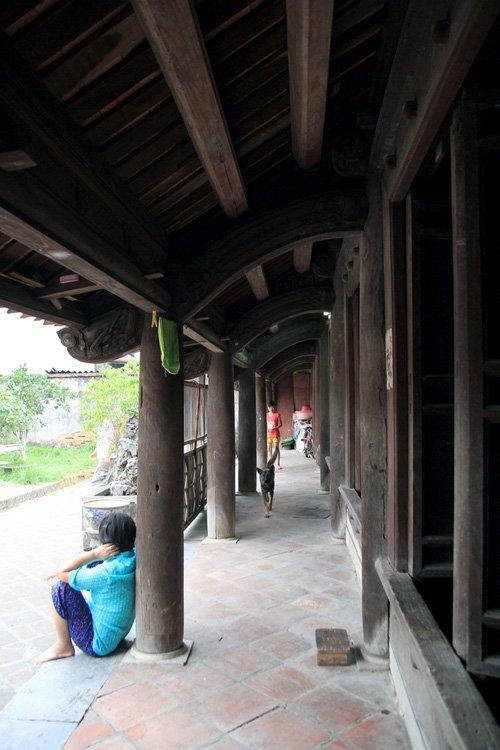 Ngôi nhà được làm hoàn toàn từ gỗ lim.