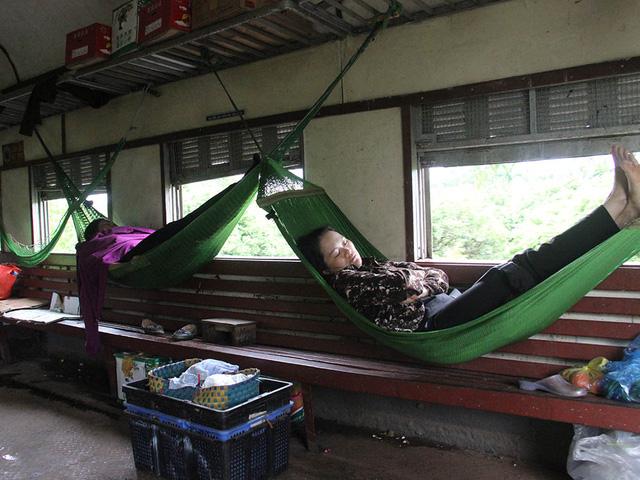 Hiu hắt tuyến các con phố sắt ế nhất Việt Nam - Ảnh 10.