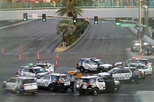 Thương vong vụ thảm sát Las Vegas tăng chóng mặt - Ảnh 10.