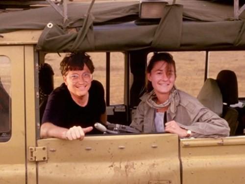 Năm 1994, Bill và Melinda đã bí mật kết hôn tại một sân golf ở Hawaii cùng màn biểu diễn của Willie Nelson. Theo như được đưa tin thì tổng chi phí đám cưới lên đến 1 triệu đôla.
