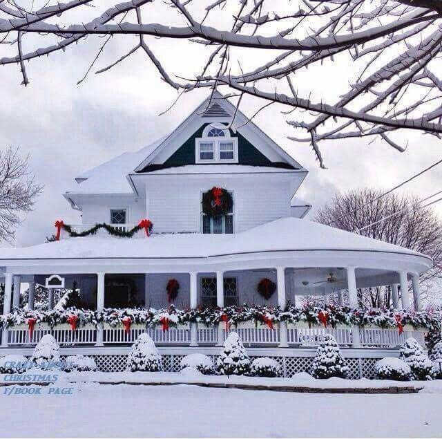 Những ngôi nhà trang hoàng lộng lẫy đón Noel đẹp đến mê mẩn giữa tuyết trắng - Ảnh 10.