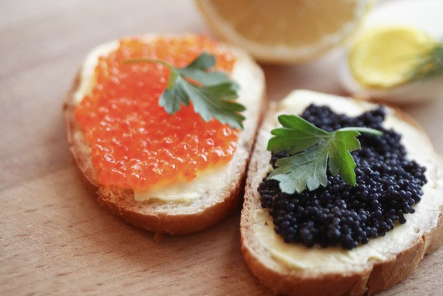 Cách thưởng thức Caviar - món ăn đắt đỏ luôn góp mặt trong các bữa tiệc của hội siêu giàu - Ảnh 10.