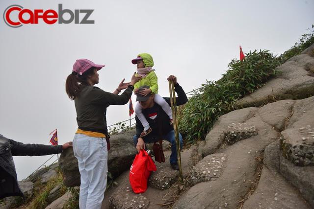 Ví như đi yên về tử nhưng gia đình này vẫn leo bộ lên Yên Tử 9 lần vì lý do này - Ảnh 4.
