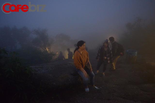 Ví như đi yên về tử nhưng gia đình này vẫn leo bộ lên Yên Tử 9 lần vì lý do này - Ảnh 11.