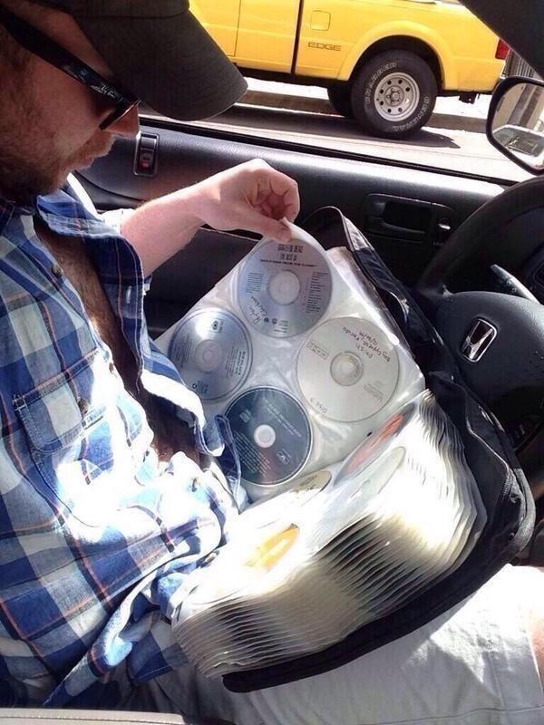Còn thập kỷ trước thì cứ mỏi mắt trong một rừng đĩa CD.