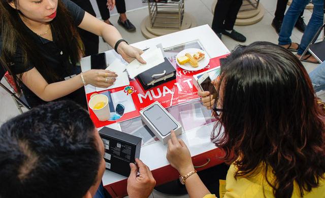 Mặc giới chuyên gia công nghệ vùi dập, iPhone X vẫn cháy hàng tại Việt Nam vì lý do này - Ảnh 1.