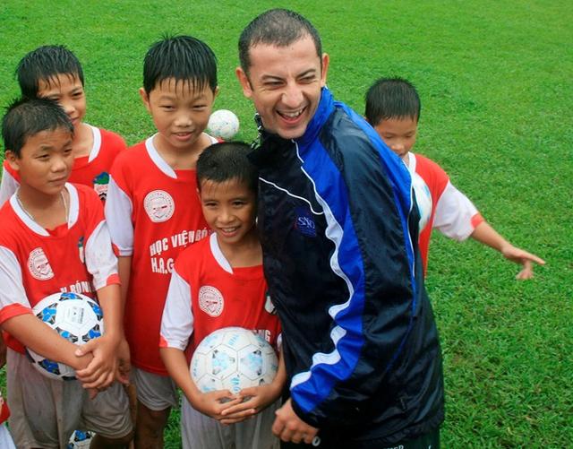 Lương Xuân Trường - Hành trình từ cậu bé tí hon cùng ước mơ với trái bóng tới người hùng thầm lặng của đội U23 Việt Nam - Ảnh 1.