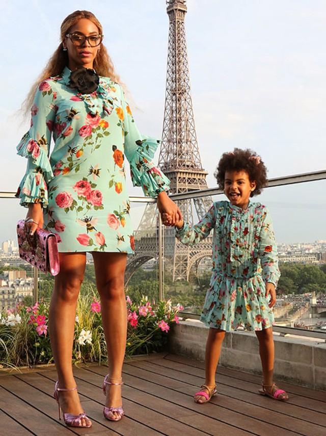 Cuộc sống như nữ hoàng của con gái Beyoncé: 6 tuổi đã có ê-kíp phục vụ riêng, diện váy 250 triệu đi sự kiện - Ảnh 2.