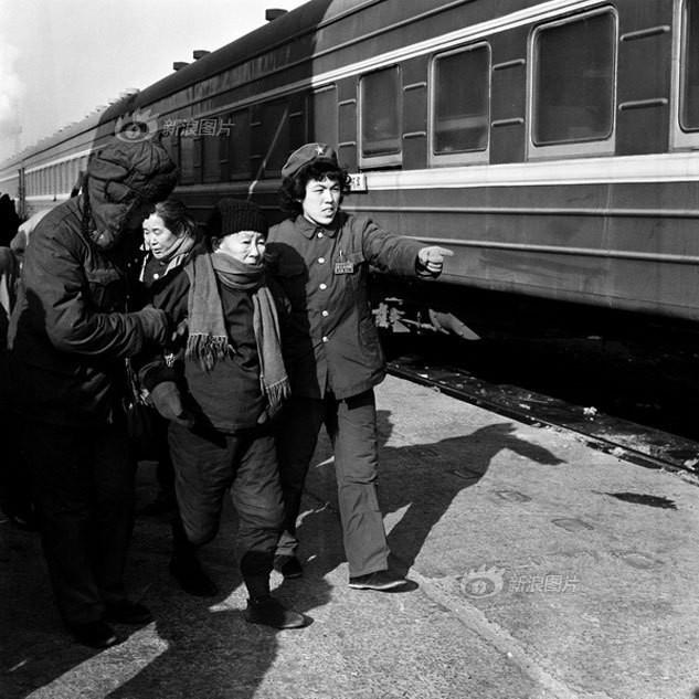 Dành 4 thập kỉ ghi lại hành trình trên những chuyến xe lửa, nhiếp ảnh gia Trung Quốc đem lại cho người xem những xúc cảm lạ thường - Ảnh 3.