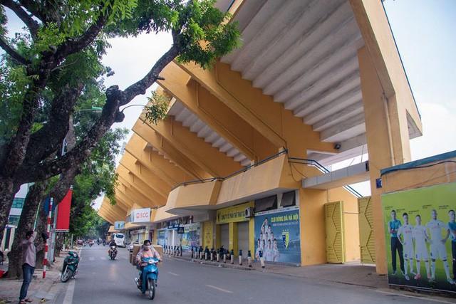 Cận cảnh sân Hàng Đẫy được Hà Nội chi 6.000 tỷ xây mới - Ảnh 1.