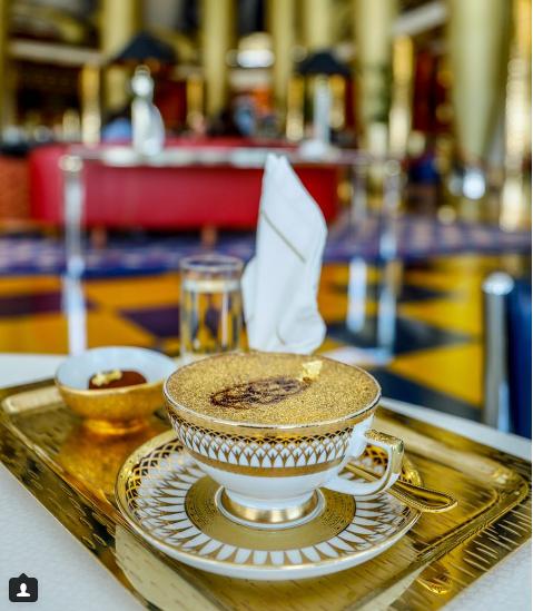 Uống cà phê phủ vàng tại khách sạn xa xỉ bậc nhất thế giới tại Dubai - Ảnh 1.