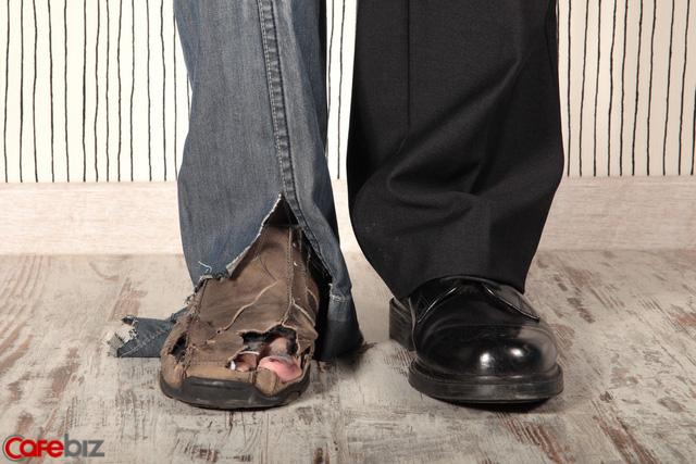Đàn ông sở hữu 10 thói quen này không sớm thì muộn cũng ra đê ở dù kiếm được nhiều tiền: Là đàn ông, đừng nghèo cả đời! - Ảnh 1.