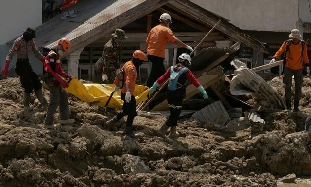 Indonesia ngừng chiến dịch tìm kiếm nạn nhân thảm họa kép: Hàng nghìn người còn mất tích  - Ảnh 1.
