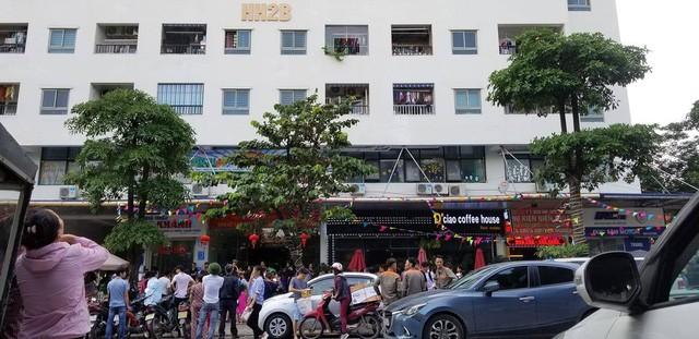 Lửa bốc cháy dữ dội trong căn hộ chung cư HH Linh Đàm, Hà Nội - Ảnh 3.