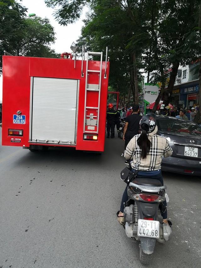 Lửa bốc cháy dữ dội trong căn hộ chung cư HH Linh Đàm, Hà Nội - Ảnh 4.
